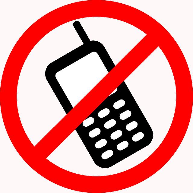 Zakaz przynoszenia telefonów do szkoły?