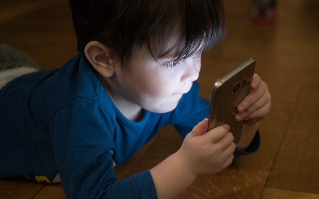 Smartfony zaburzają rozwój Twojego Dziecka?